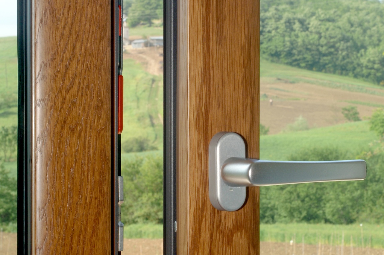 Prodotti offerti dalla ditta crovetti claudio serramenti for Infissi pvc legno